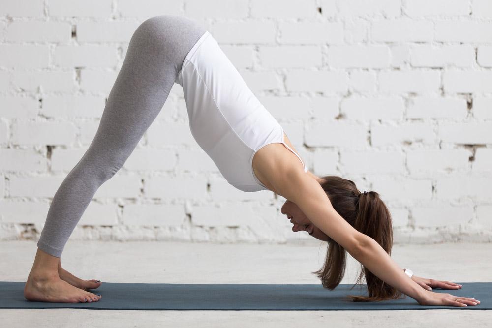 tri.balance Magazin: 5 leichte Yoga-Übungen, Der herabschauende Hund