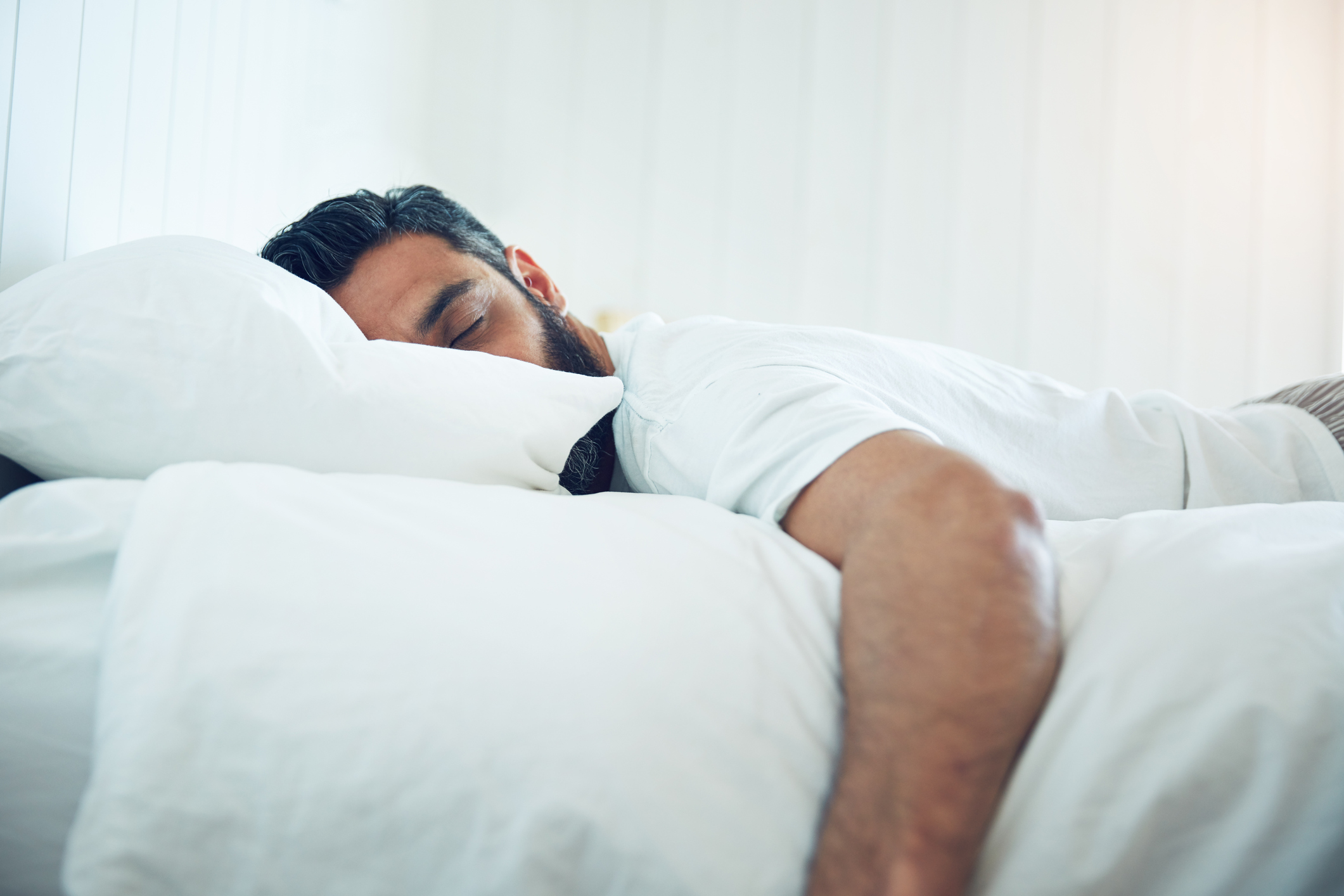 Frühjahrs-Müdigkeit? Mit diesen Tipps verbesserst du deinen Schlaf und fühlst dich fitter